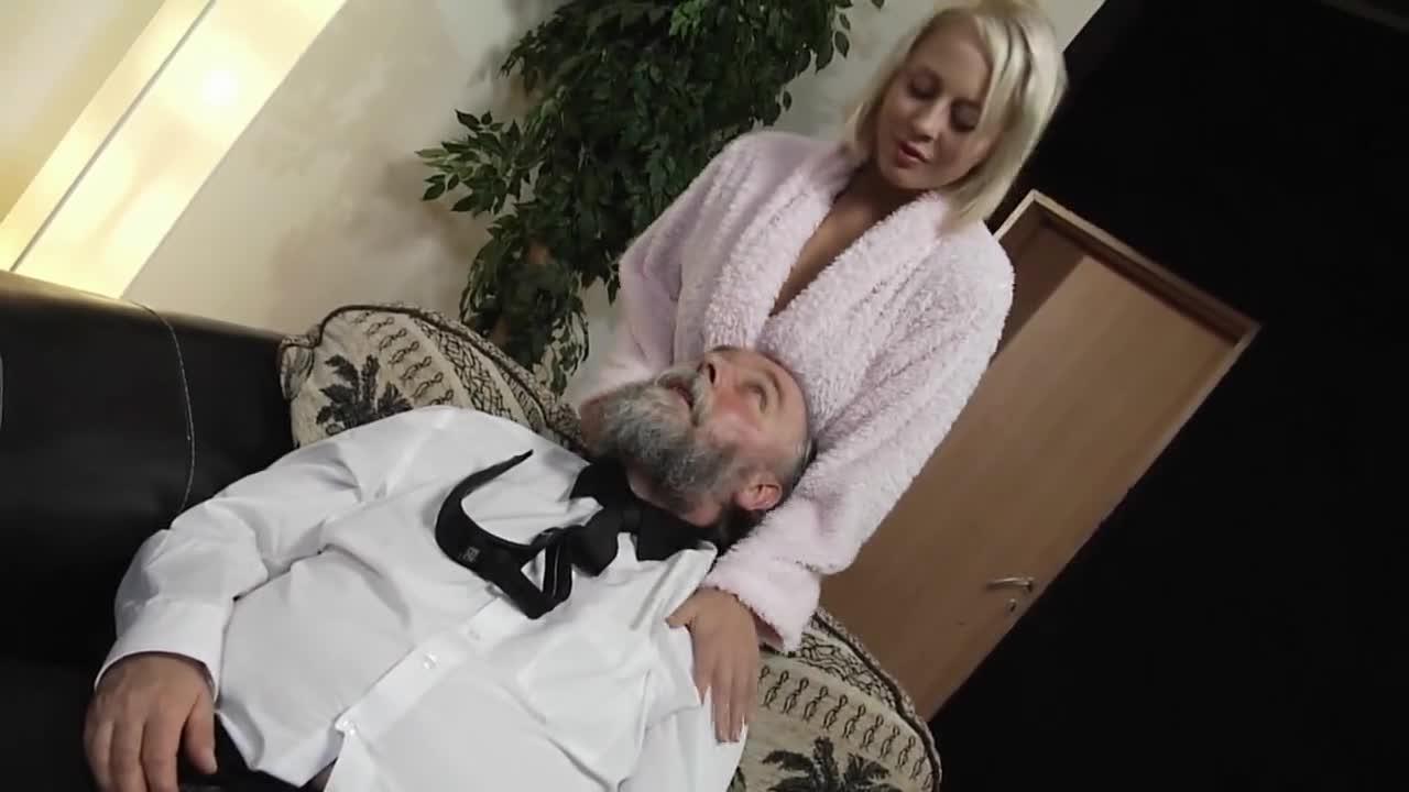 Порно Старик И Грудастая