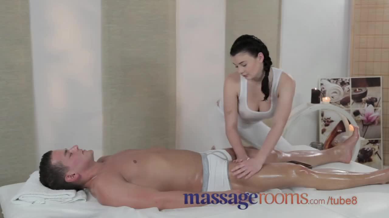 Первый секс массажистом