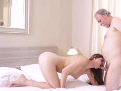 Порно Старик Пристает К Молодой